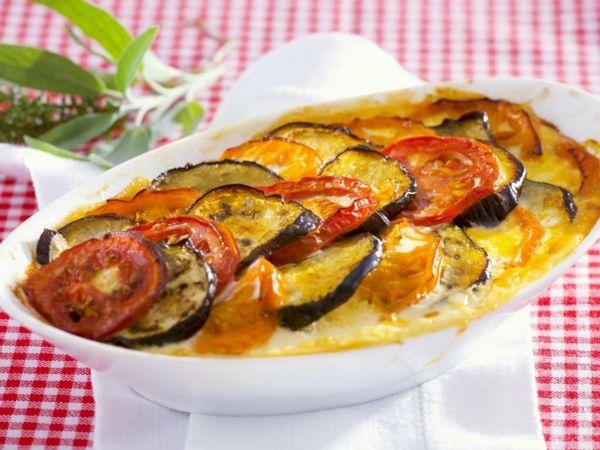 auberginen zubereiten mit tomaten und käse überbacken