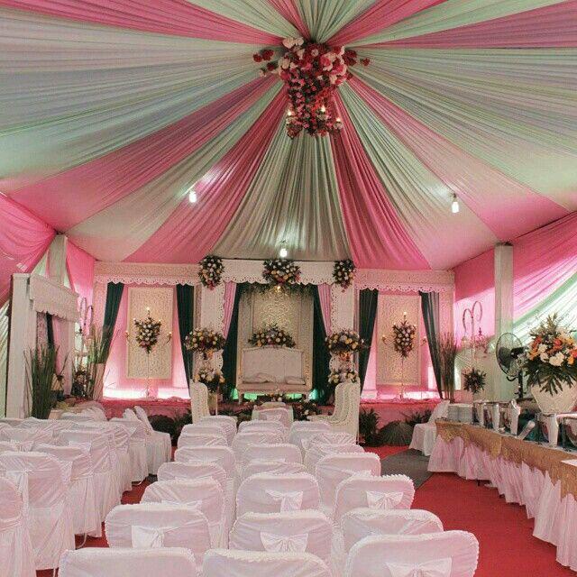 Dekorasi pernikahan putih-pink