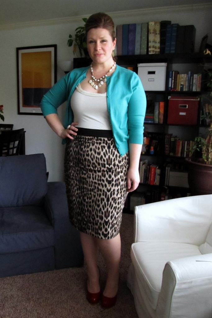 leopard + turquoise + red: Leopards Skirts, Animal Prints, Leopards Pencil Skirts, Leopards Prints, Work Outfits, Clothing Ideas Fashion, Cardigans Crazy, Style Clothing, Cheinha
