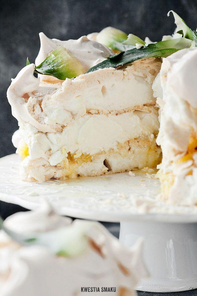 Tort bezowy Piña Colada, czyli Pavlova kokosowo-ananasowa