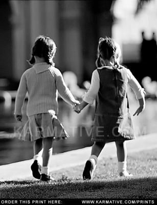 best-friends-holding-hands-in-black-and-white