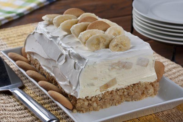 Ένας τέλειοςπαγωμένος κορμός με μπανάνες και μπισκότα. Ένας υπέροχος κορμός, πολύ απλός και εύκολος στη παρασκευή του για ένα παγωμέονογλύκισμα με τραγαν