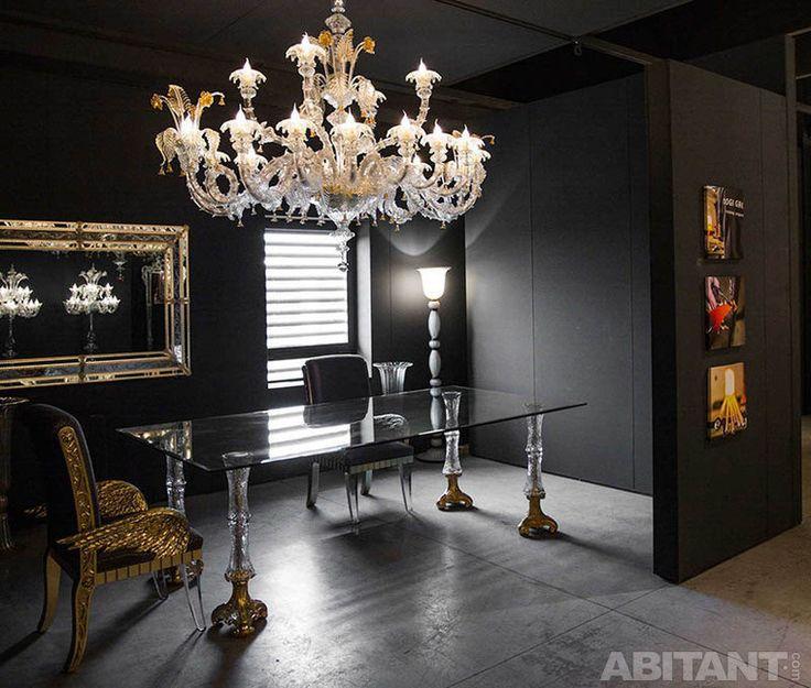 Современная мебель и люстра в стилистике ампира