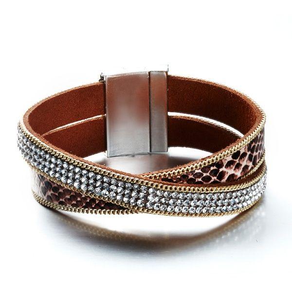 Bracelet 2 Rangs Cristaux Blancs de Swarovski Elements et Cuir Marron  http://www.bluepearls.fr/fr/produits/bracelet-2-rangs-cristaux-blancs-de-swarovski-elements-et-cuir-marron.4750.html