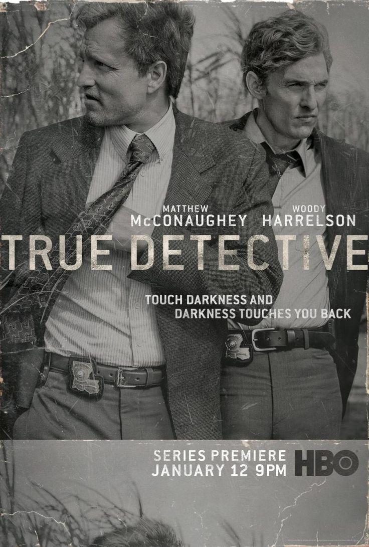 DVD SERIES 130 - True Detective (2014- ) EEUU. Sinopse: Rust Cohle e Martin Hart, deben volver investigar o difícil caso dun asasino en serie, no que xa traballaran anos atrás. Cando vense obrigados a volver a un mundo que crían deixar atrás para sempre, o avance da investigación e o maior coñecemento mutuo ensínanlles que a escuridade reside a ambos os dous lados da lei.
