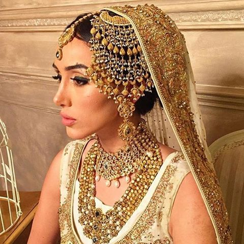 Adorable Jhoomar by Jewels & Gems. Make up by Rubina Javid #wishlist #pakistanvogue #asianbride #jewelsandgem