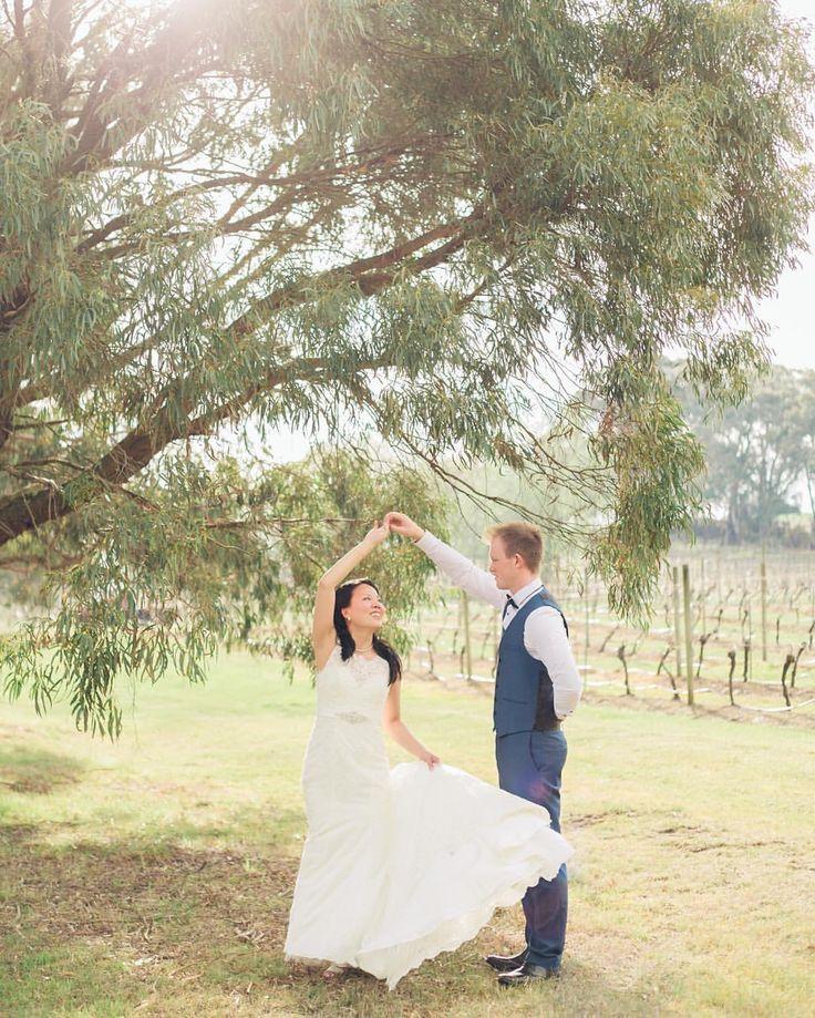 #jakeismarryingshell #glenerin #glenerinatlancefield @glenerinatlancefield #rusticwedding #wedding #spring #whiteandnavy @jake_benno