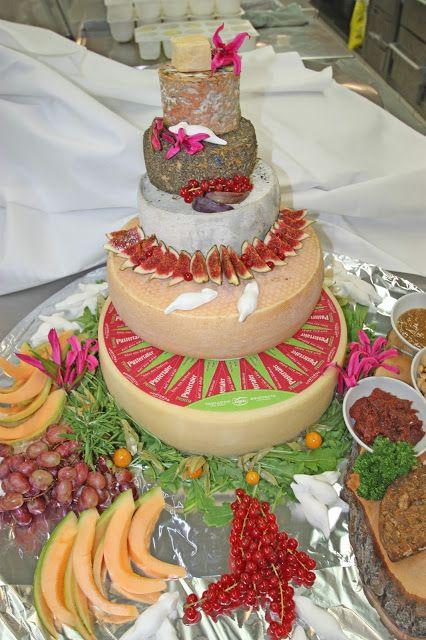 Käse-Hochzeitstorte mit weißen Mäusen - Hochzeitstorte mal anders - Alternative zur süßen Torte