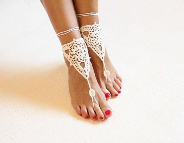 Esoterik-Schmuck - Weiße gehäkelte Barfuß Sandalen, Handarbeit - ein Designerstück von Barfuss-Sandalen bei DaWanda