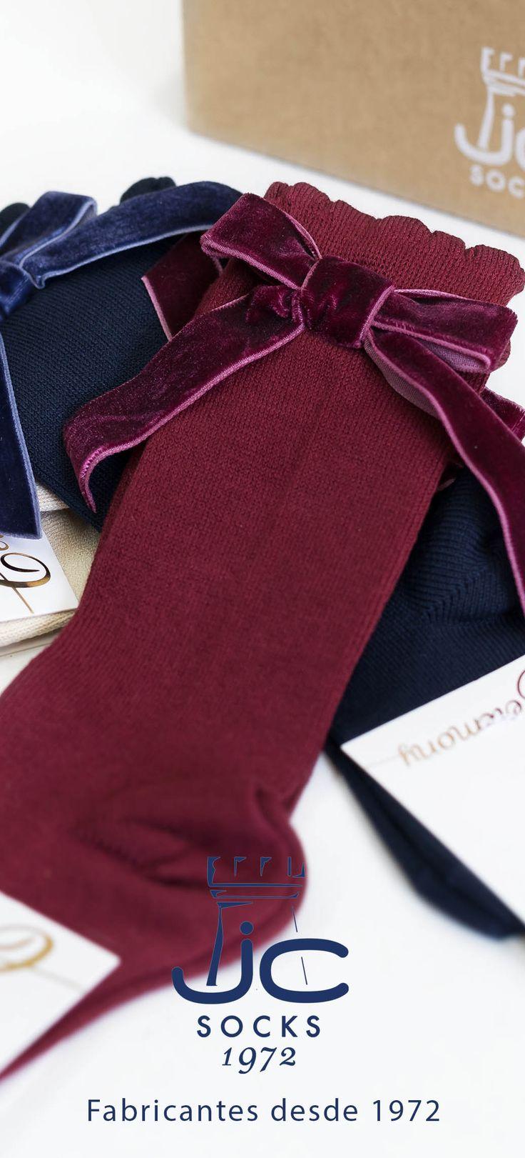 Calcetines altos lazo terciopelo para bebé. JC Castellà fabricantes de calcetines desde 1972
