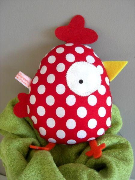 une poule bien dodue à câliner ou pour décorer la chambre de bébé...