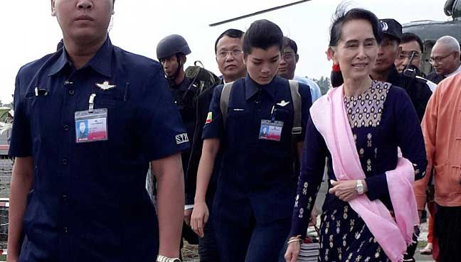 Suu Kyi urges people not to quarrel on visit to Rakhine   Suu Kyi has pledged to allow the return of refugees who can prove they were residents of Myanmar but thousands of people have continued to flee to Bangladesh.  Myanmars de facto leader Aung San Suu Kyi arrives at Sittwe airport in the state of Rakhine November 2 2017. REUTERS/Stringer  SITTWE: Myanmars de facto leader Aung San Suu Kyi on Thursday urged people not to quarrel as she visited Rakhine State for the first time since a…