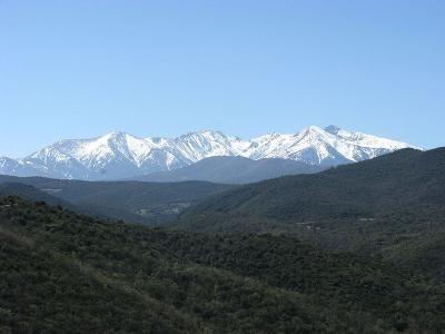 Le Canigou vu de Montou Guide du tourisme des Pyrénées-Orientales Languedoc-Roussillon