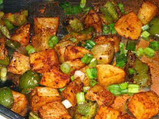 Smoky Potatoes (quick, oven roasted, vegan) #4ingredients #pepper #smoked_paprika #spring_onion #potet #paprika #roeykt_paprika #vaarloek #sidedish #vegan #vegetarian #30min