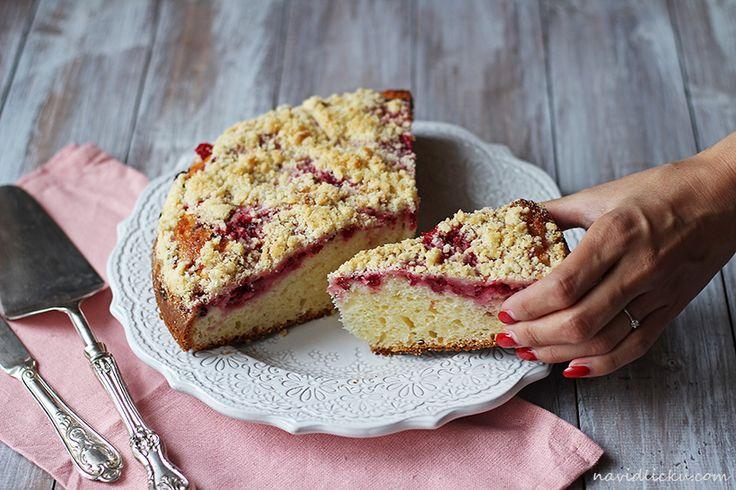 Red Currant Streusel Cake / Rybízový koláč s drobenkou | Na vidličku food blog