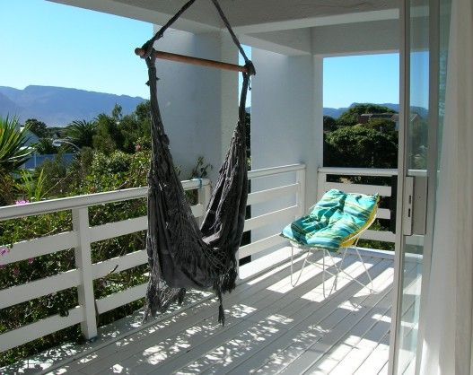 Somerset Place B&B, lovely 2 large bedroom B&B in Kommetjie on the Cape Peninsula. Views of the Atlantic from the patio.