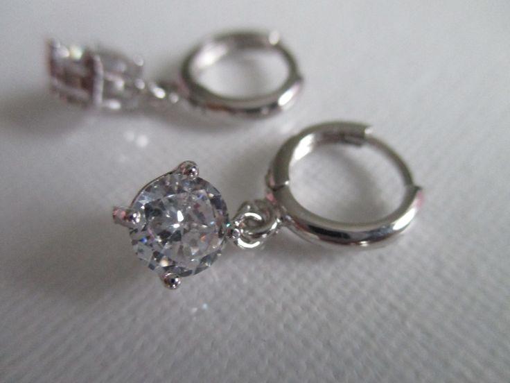 Swarovski Elements kristāli. Sudraba parklājums. 925 prove. Kristala izmērs 6*8mm.  Vairāk; http://www.daimar.lv/veikals/params/category/11958/