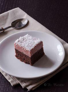 Prajitura de post cu crema de gris are un gust dulce acrisor care va va cuceri cu siguranta si care va va face sa uitati ca nu are lapte, unt sau alte ingrediente