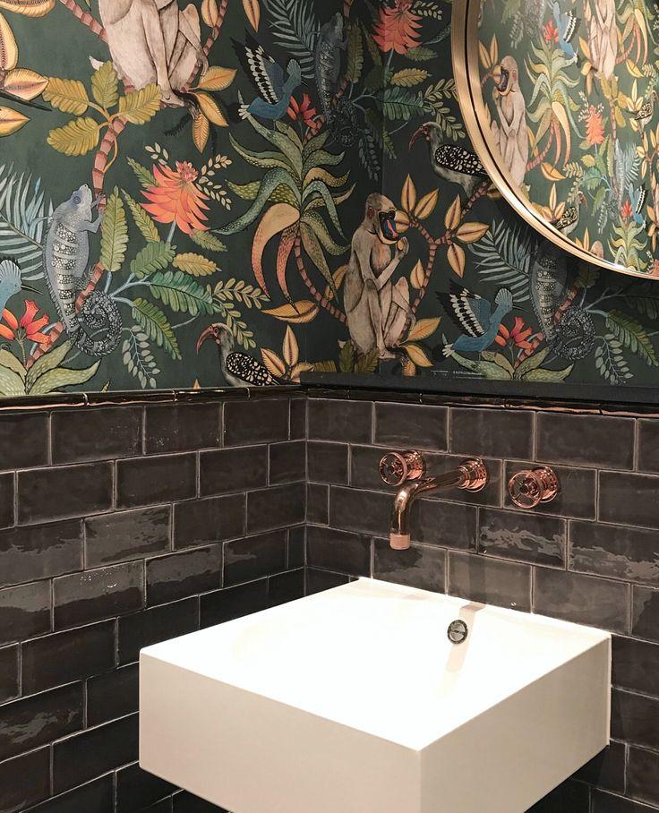 Der großformatige botanische Druck von Savuti 109/1006 fügt den kleinsten Räumen eine lebendige Flora & Fauna hinzu, wie das von @ kvanumkoekken.dk…