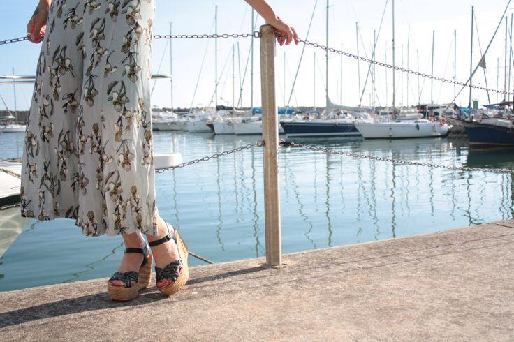 Iper femminili e comode allo stesso tempo, sono la scarpa ideale che slancia la tua figura rendendoti ancora più fascinosa. #zeppa #zeppe #sandali #sandaliconzeppa #queenhelena #donnascarpe