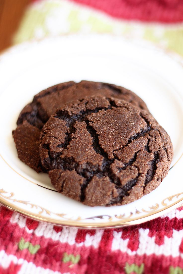 Mexican Hot Chocolate Cookies: Sweet & Spicy!! Delicious and easy. Love that crackle top!