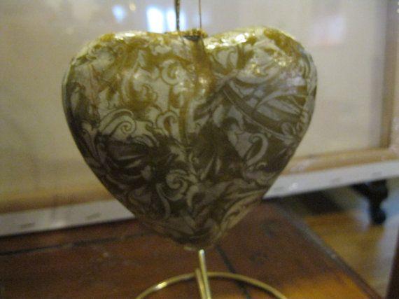 Ángeles de oro estilo victoriano papel maché Puffy corazón