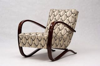 Jindrich Halabala H-269 armchair. A refurbished original (Czechoslovakia, aprox. 1930´s)