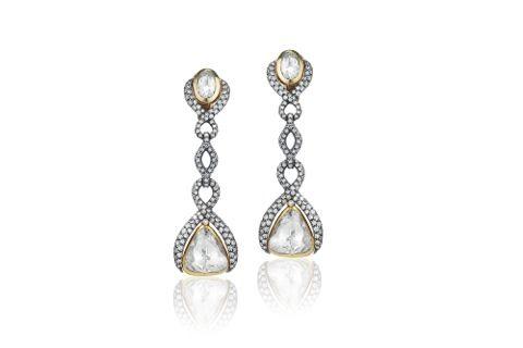Paire de pendants d'oreilles en or sertie de brillants et comportant deux diamants importants taillés en rose / Pair of ear-pendants in gold and diamond with two important rose cut diamonds