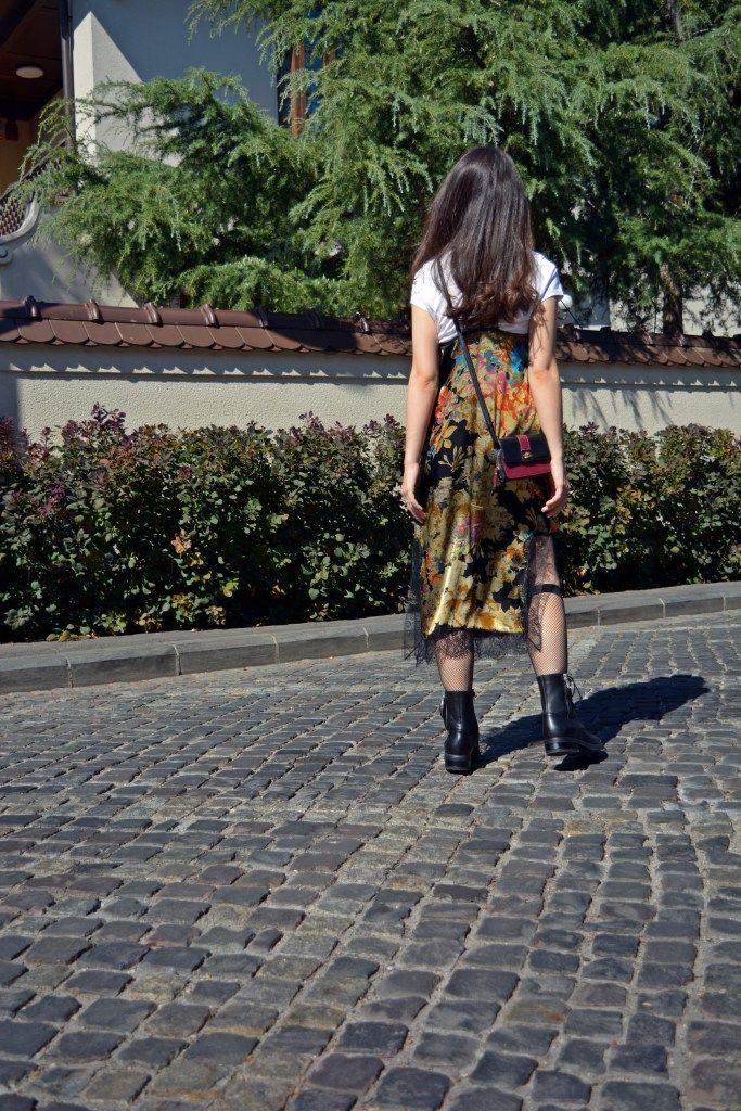http://fashiontrendsandsecrets.ro/autumn-floral-slip-dress/