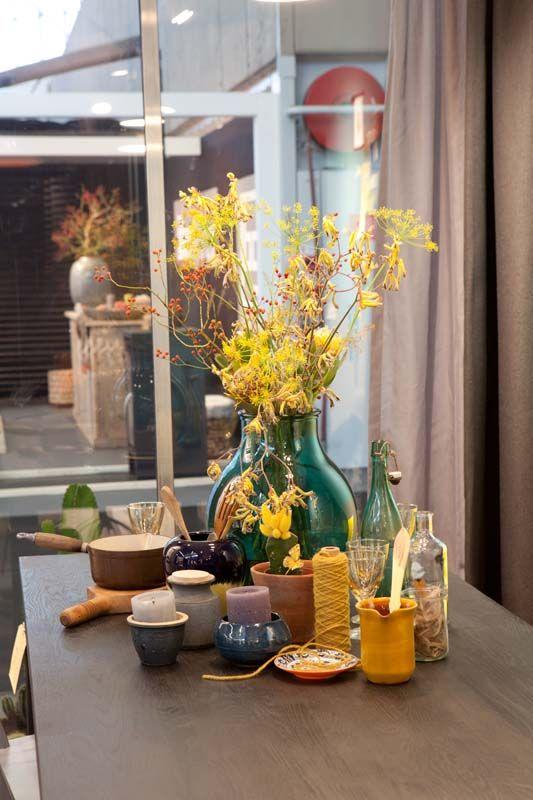 KARWEI | Bloemen en accessoires op de eettafel. #woonbeurs #karwei #inspiratie