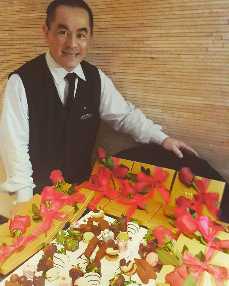This is Hoang. He is delivering #SweetTreats to 14 couples getting married at @empirestatebldg today for Valentine's Day. Congratulations and Best Wishes to you all and thank you for staying at Grand Hyatt! . . . #EmpireStateBuilding #ValentinesDay #Wedding #IDo #ESBBeMine #ESB #vday #romance #welcome #amenity #welcomeamenity #roses #NYC #Manhattan #midtown #service #WeCare #InAHyattWorld #LivingGrandNYC #chocolate #godiva #yum #Sweet #love #EverybodySayLove
