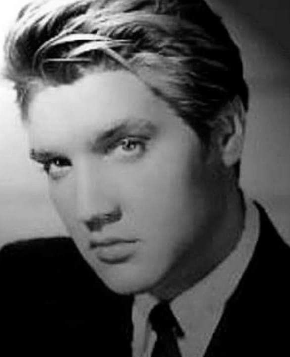 Elvis As A Blonde He Hot No Matter Which Way Elvis Presley