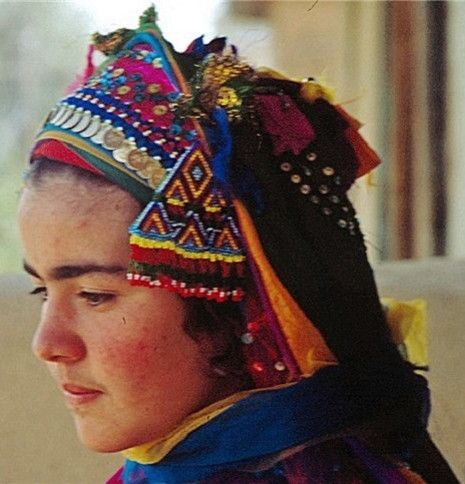 Traditional festive headgear from the Türkmen villages in the Keçiborlu district (North of Isparta).  Adorned with beadwork, similar to that found with the Türkmen in the neighbouring Afyon-Dinar district.  Late 20th century.