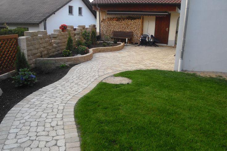 Arena-Pflastersteine als Weg — Braun Steine