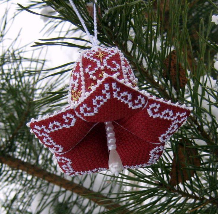 ...динь-динь-динь,   Колокольчик звенит...   Наконец-то я завершила свою новогодне-вышивальную эпопею. Ура!  Если честно, подустала немног...