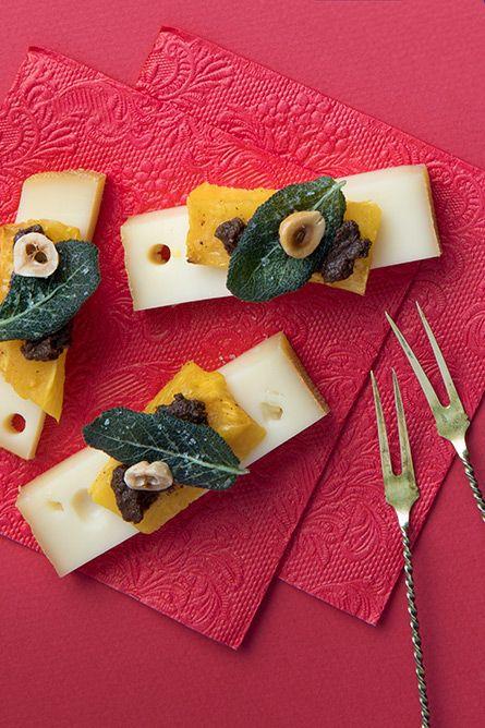 Le caractère distinctif du fromage OKA L'Artisan se combine harmonieusement avec les saveurs robustes et inimitables de la sauge, de l'olive et de la noisette.