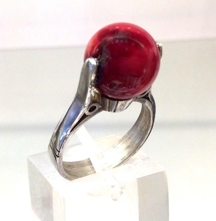 Anillo tipo perla con esfera de Coral Roja Natural en plata 925