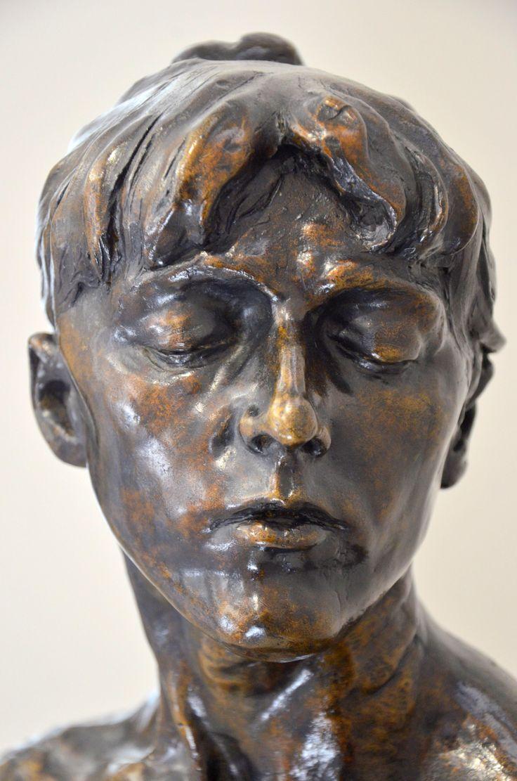Jeune Femme aux yeux clos par Camille CLAUDEL (1864-1943) vers 1885. Bronze, Fonte Delval, épreuve unique de 1984. Musée Camille Claudel à Nogent-sur-Seine. Photo : Hervé Leyrit ©