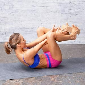 PASS THE BLOCK  Lie faceup on mat with arms extended behind head, both hands holding a single yoga block.  Curl up to reach arms toward toes, bending knees to place block between feet.  Holding block with feet, lower back to mat as you extend arms behind head and legs forward.  Reverse motion back to start to complete 1 rep. Do 3 sets of 10 reps.: Flat Abs, Yoga Block, Abs Workout, Cores Strengthening Workout, Abs Fast, Cores Workout, Flats Abs, Cores Exerci, Abs Exerci