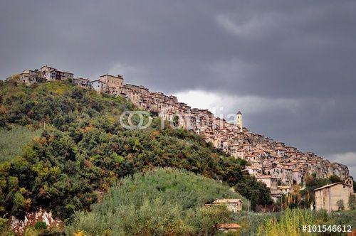 Veduta di Olevano Romano in una giornata di pioggia