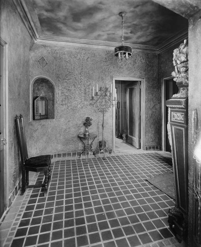 """""""37-41 West 86th Street. Hotel Hortense, Margolies Apartment, on roof. Entrance lobby to apartment. 8/17/1927."""" (MCNY)"""