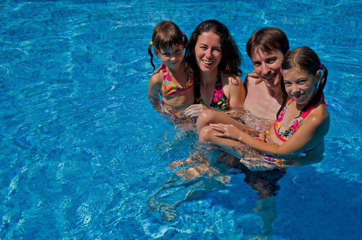 """#FalsiMiti sulle #Piscine pt.1 """"Non posso permettermi una piscina"""" Farsi una piscina è probabilmente molto più semplice di quanto si pensi. Ci sono molte opzioni a prezzi ragionevoli per mettere una #piscina nel vostro #giardino. Si dovrebbe anche ricordare che la vostra piscina contribuirà a ridurre altre spese, come il costo delle #vacanze lontano da casa, quote associative per piscine pubbliche, costi di ingresso in #spiaggia privata e altre attività ricreative."""