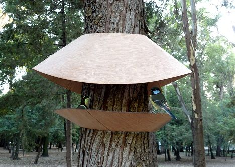 An Organic, Panoramic Bird Feeder Hugs Trees : TreeHugger