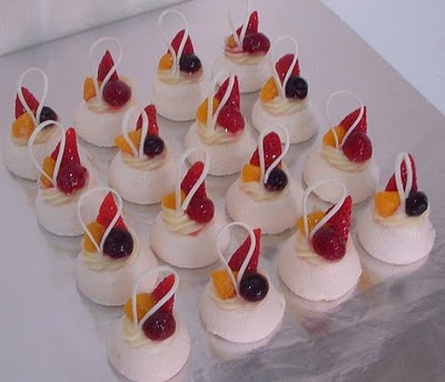 Australia Day - mini Pavlovas, change fruit to green & gold