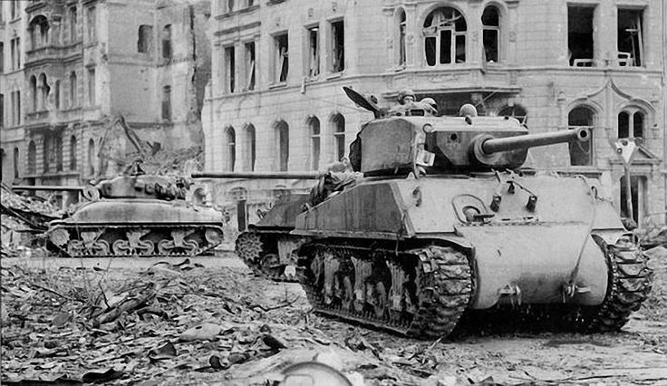 Shermans of 3rd Armored Division in Cologne, April 1945. Jn the foreground an M4A3E2 Sherman Jumbo. Behind that an M4A3 (76mm) W and in the background an M4A1 (76mm) W probably a survivor from Normandy.