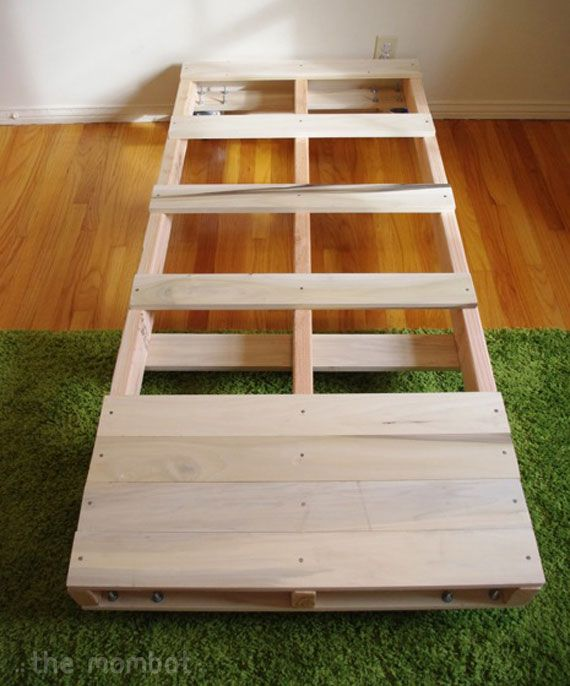 DIY pallet toddler bed | The Mombot