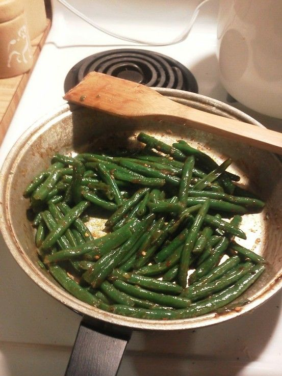 Chinese green beans! So easy! I wish I could post aromas to pinterest!!! http://blogchef.net/chinese-green-beans-recipe/