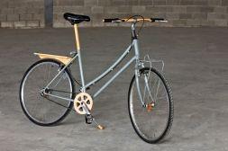 Bicicleta para chica de la marca Bianchi. Completamente restaurada y equipada con accesorios y detalles en madera hechos artesanalmente.