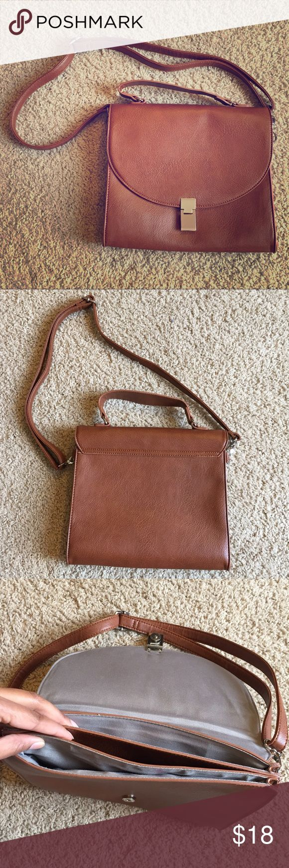 Brown Crossover Purse 💼 Cute brown cross over purse. Like new condition. The straps are adjustable JustFab Bags Crossbody Bags