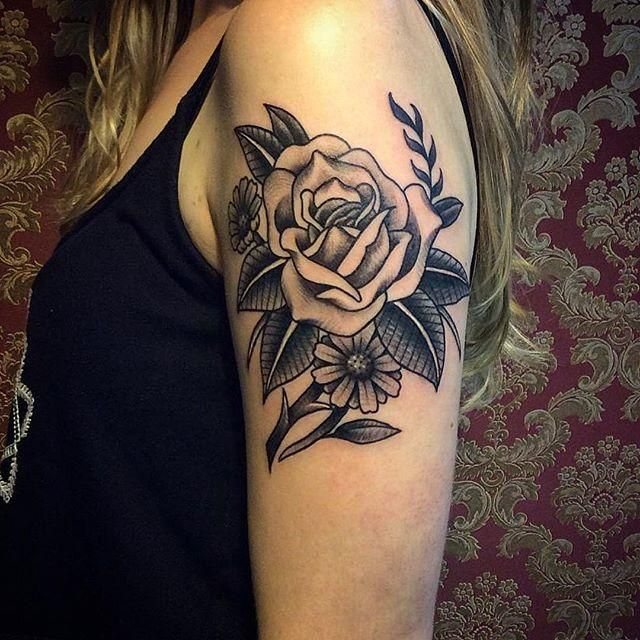 Conheça nossa seleção de fotos com tatuagens de rosas incríveis para você se inspirar. Confira!
